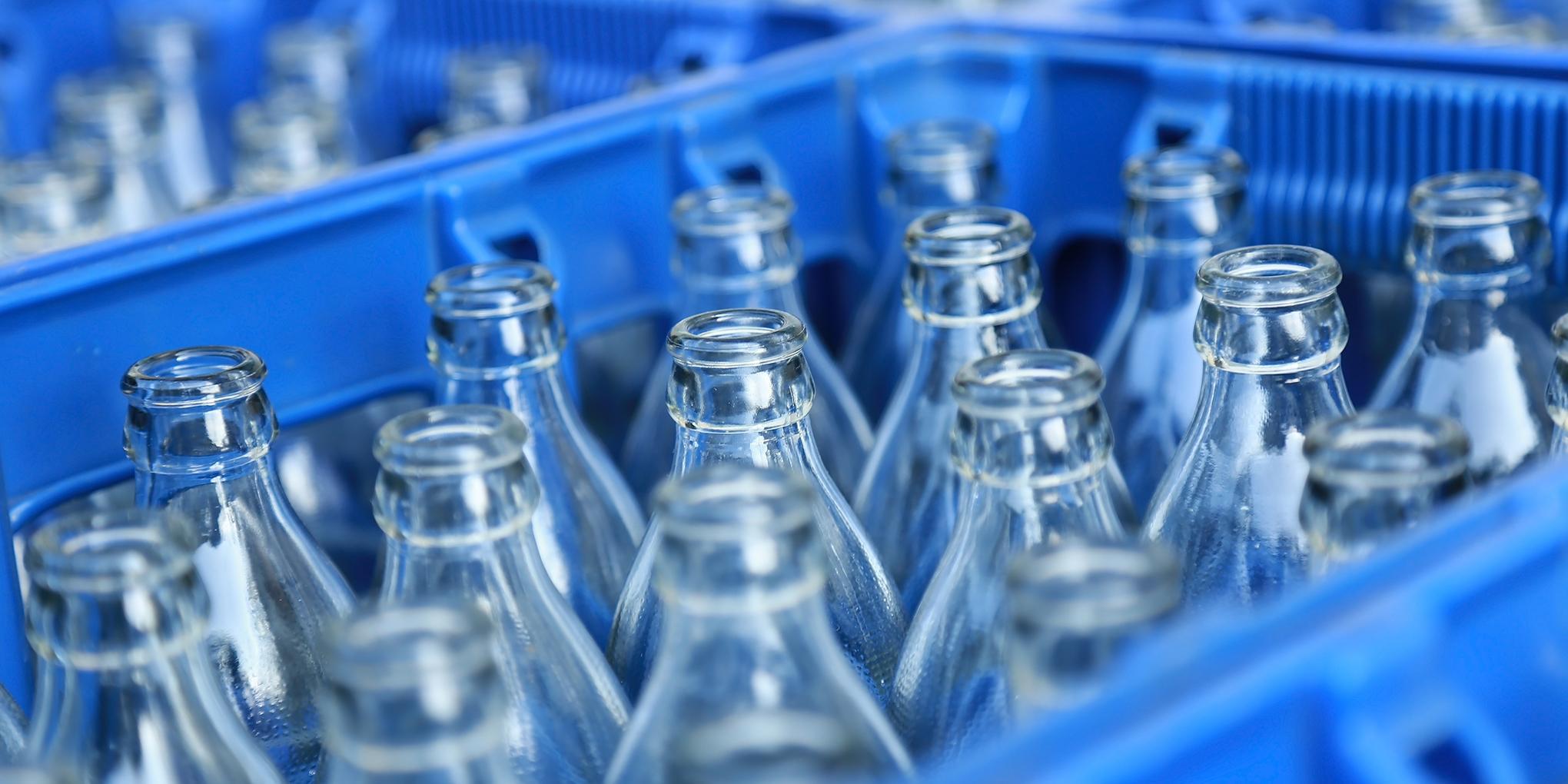 Lege glazen flessen klaar voor hergebruik