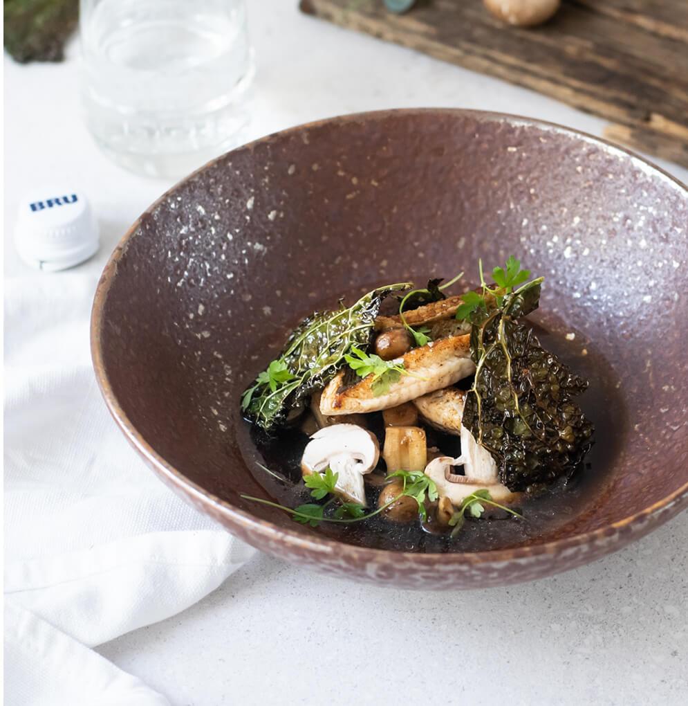 Vive, bouillon de champignons et chou vert croquant étape 7