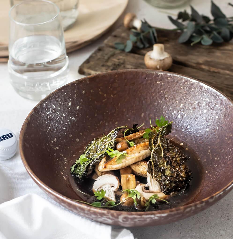 Pieterman met champignonbouillon en krokante groene kool