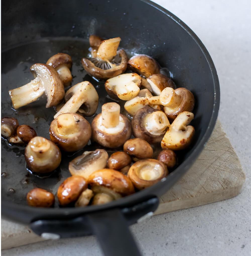 Vive, bouillon de champignons et chou vert croquant étape 4