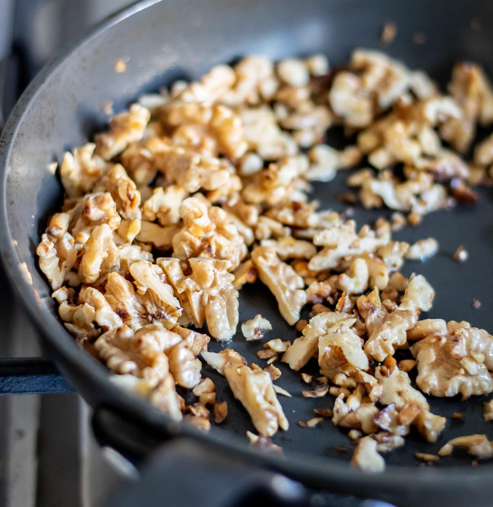 Lamskroon met geroosterde butternut, noten en rozemarijnsaus stap 10