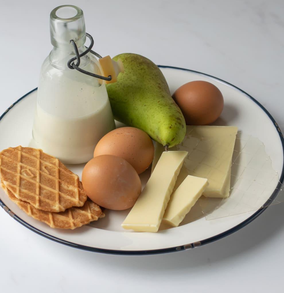 Witte chocolademousse met peren en een crumble van biscuit stap 5