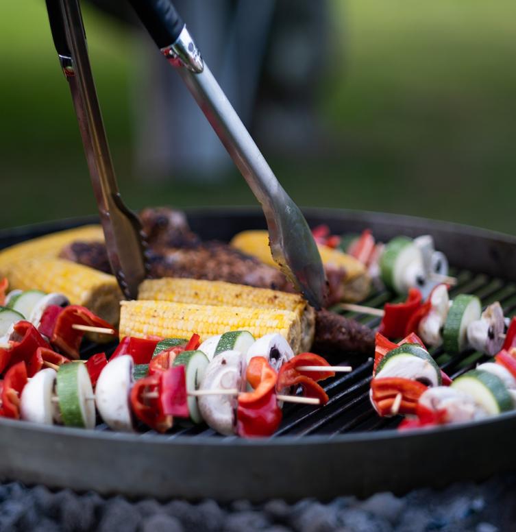Repas barbecue entre amis