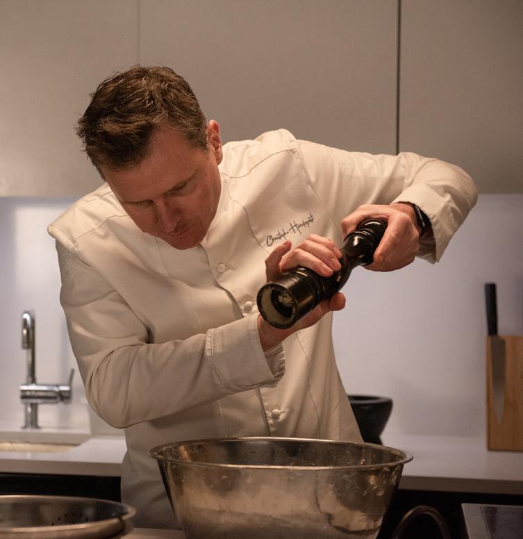 Christophe Hardiquest dans les cuisines de son restaurant Bon-bon